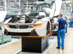 2015-bmw-i8-construction-at-leipzig-plant_100466034_m