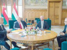 Orbán Viktor miniszterelnök Hernádi Zsolt Mol-vezér társaságában a napokban járt Ománban, ahol energetikai kérdésekről tárgyalt