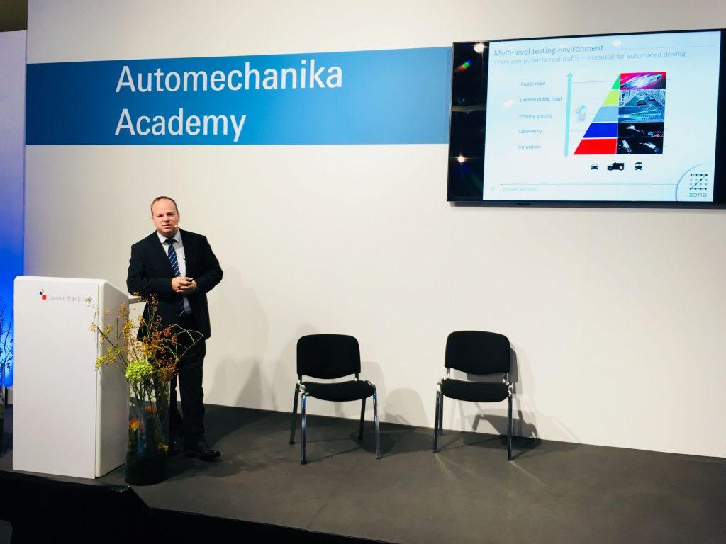 Háry András előad az Automechnika Akadémián. Téma a zalaegerszegi tesztpálya