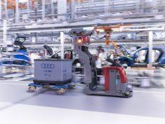 1117_audi-techday-smart-factory_driverless-floor-conveyors_1