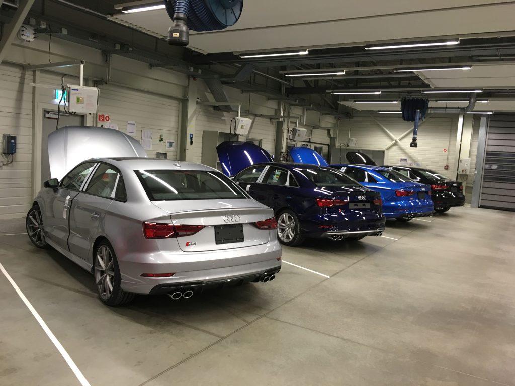 Ellenőrzésre váró új autók