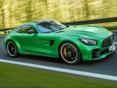 2018-Mercedes-AMG-GT-R-side-in-motion-1-e1466720852825
