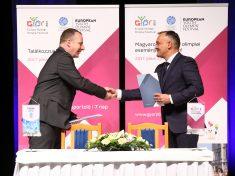 Lőre Péter, az Audi Hungaria kommunikációs vezetője és Borkai Zsolt, Győr polgármestere
