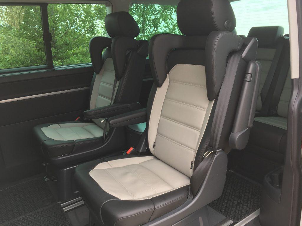 Az ülésekből kihajtható gyerekülések pedig a kicsik biztonságos szállításáról gondoskodnak