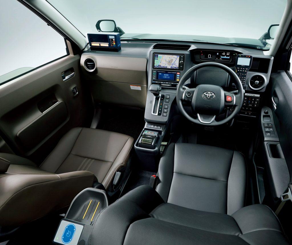 Toyota_JPN_Taxi_10