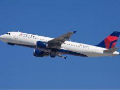 Delta_Airbus_A320_Simon