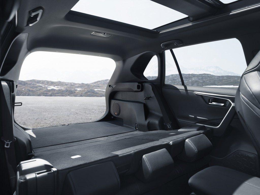 Toyota_RAV4_21