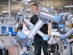 Universal Robots, production plant, collaborative robots