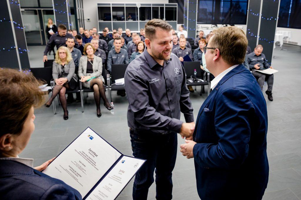 20191211_Harminc uj vegzos a MercedesBenz ipari muvezeto kepzesi programjaban_2