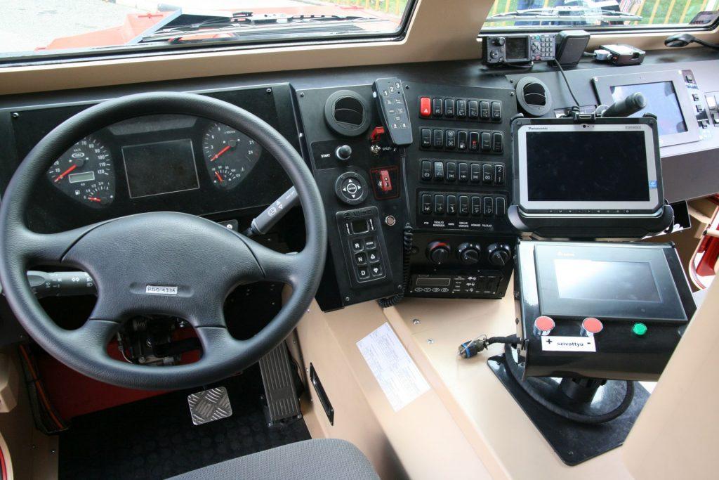 Komondor4_5777_Cockpit