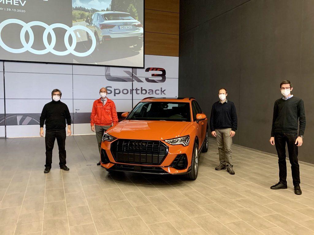 Az Audi Hungaria járműgyárában Les Zoltán gyárigazgató fogadta a zsűrit