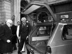 Il presidente della Fiat Gianni Agnelli presenta la nuova Panda al presidente della Repubblica Sandro Pertini a Roma il 26 febbraio 1980. ANSA ARCHIVIO/95275