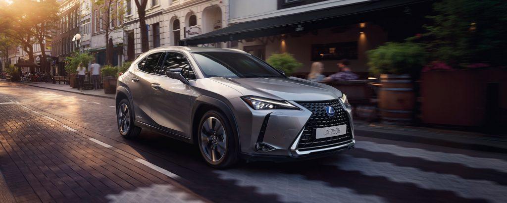 2018-lexus-ux-htbrid-experience-front-exterior-2700x1080_tcm-3159-1512115